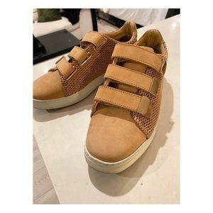 Sneakers LIKE NEW!